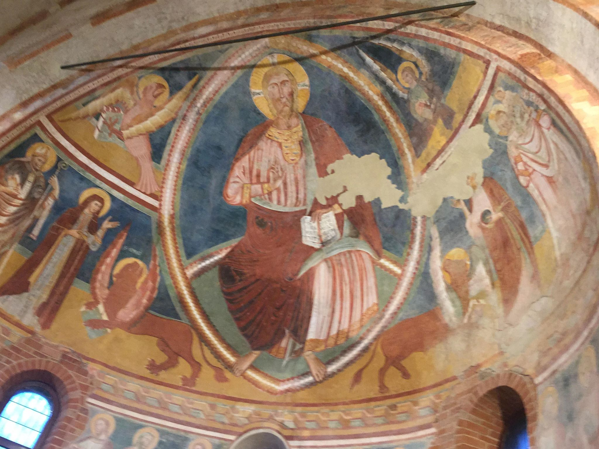 Affresco del catino absidale della chiesa dei XII Apostoli a Lodi Vecchio, foto di Laura Curti